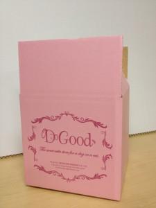 ピンクのダンボールケース