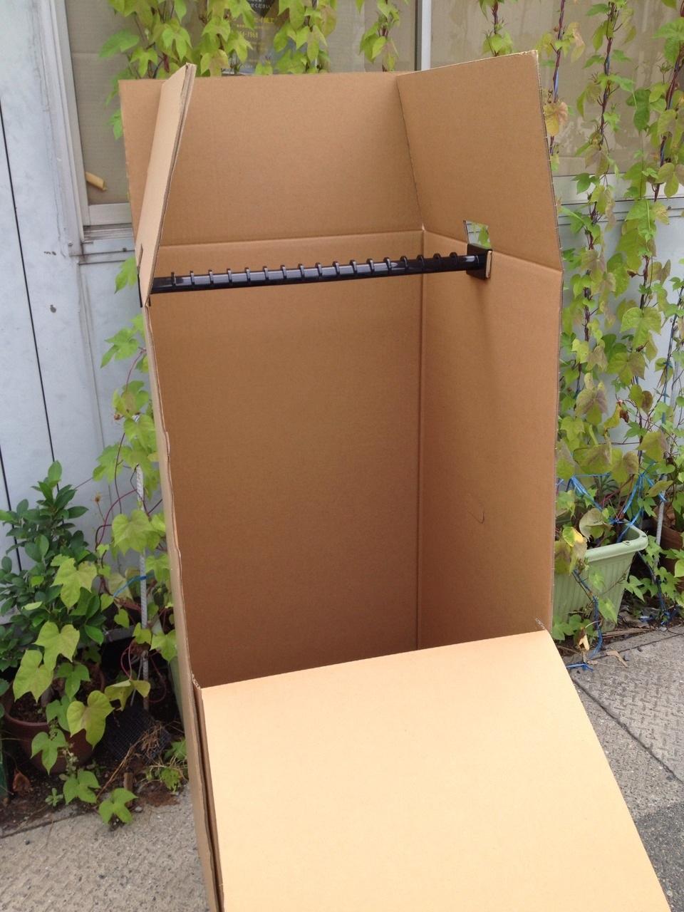 段ボールのハンガーBOXが完成しました。