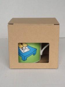 マグカップ用の窓付き段ボール箱