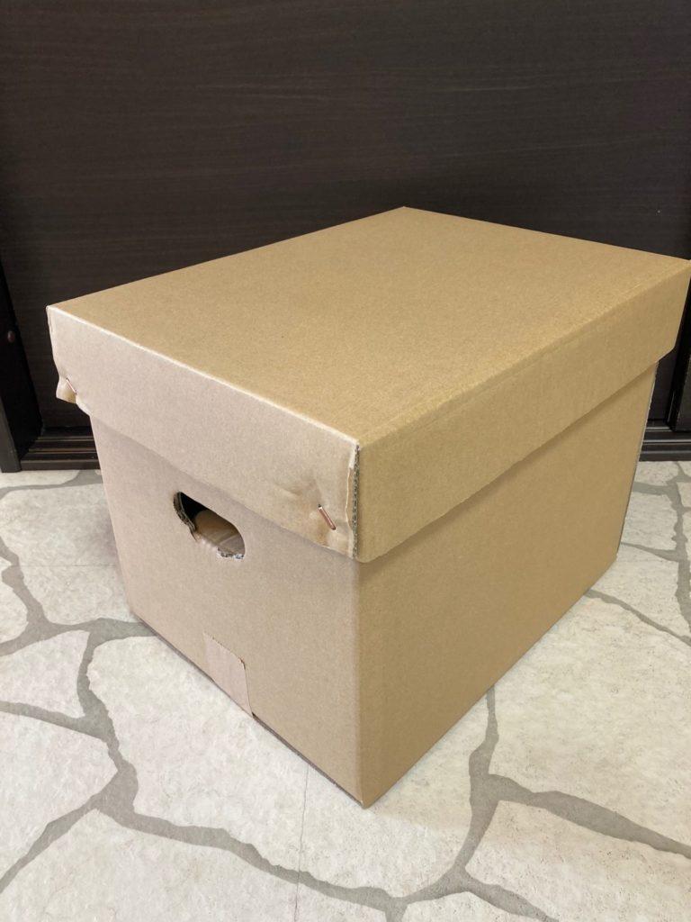 手穴付き段ボール箱